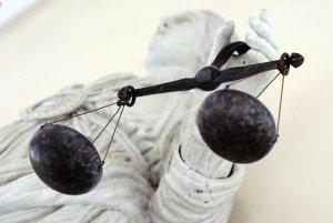 112206_la-balance-de-la-justice-au-tribunal-de-rennes