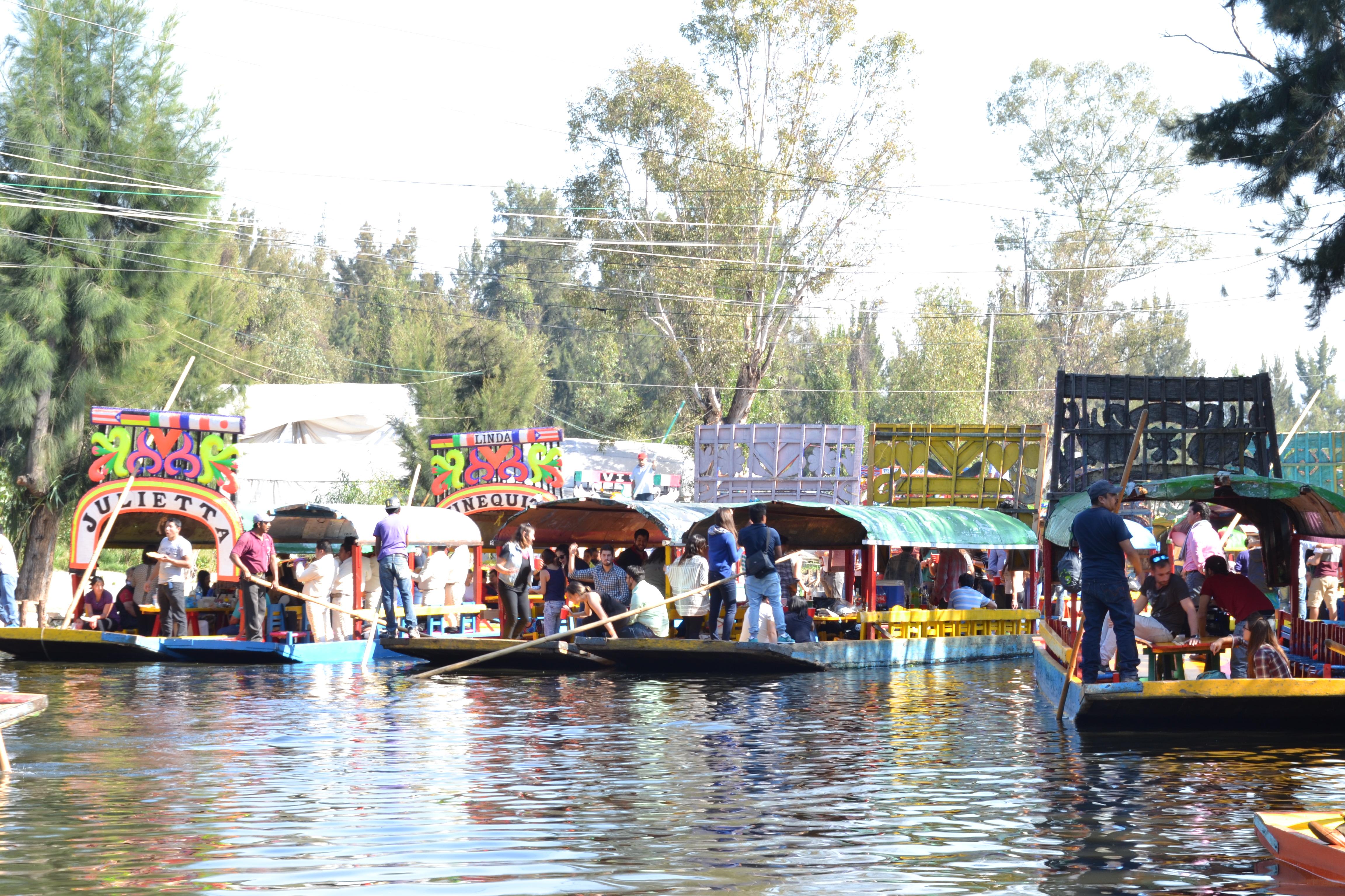 Xochimilco le dernier souffle du poumon de mexico for Xochimilco jardin flottant